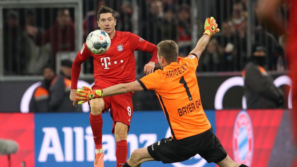 Robert Lewandowski, Lukas Hradecky - FC Bayern München vs. Bayer Leverkusen