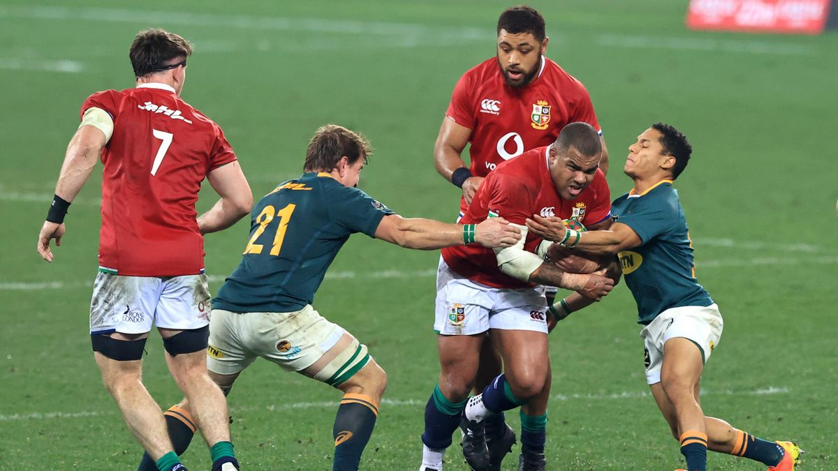 ULY 31: Kyle Sinckler of British & Irish Lions is tackled by Kwagga Smith and Herschel Jantjies of South Africa Springboks during the 2nd Test between Springboks and British & Irish Lions at FNB Stadium on July 31, 2021 in Johannesburg, South Africa