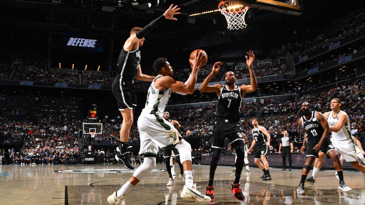 Respectivement auteurs de 48 et 40 points lors du match 7 remporté par les Milwaukee Bucks, Kevin Durant et Giannis Antetokounmpo ont livré un duel d'anthologie