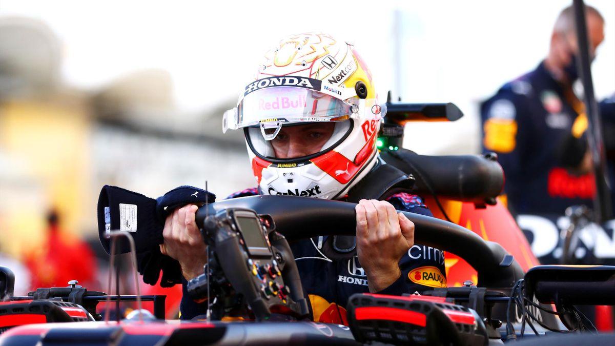 Max Verstappen (Red Bull) s'extirpe de sa monoplace au Grand Prix de Bahreïn, le 28 mars 2021