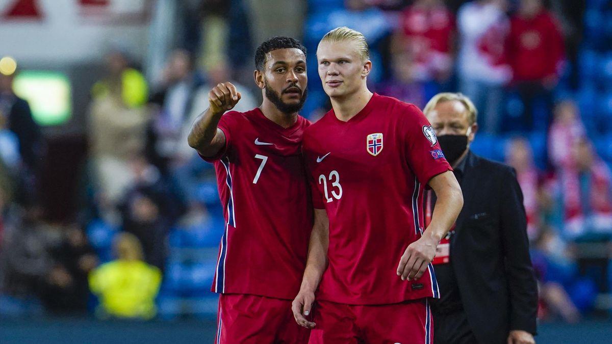 Joshua King og Erling Braut Haaland etter VM-kvalifiseringskampen i fotball mellom Norge og Gibraltar på Ullevaal Stadion.