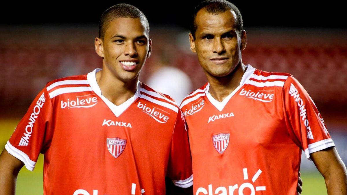 Rivaldinho alături de tatăl său, campion mondial cu naționala Braailiei în 2002