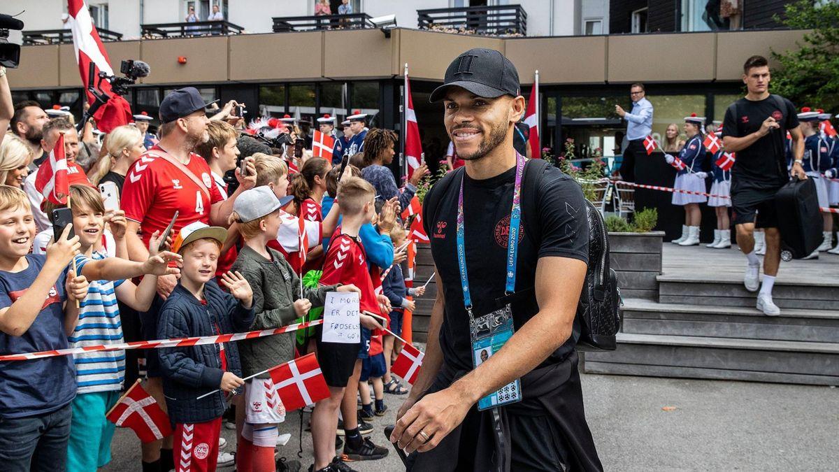 Fanii danezi la plecarea echipei spre Londra