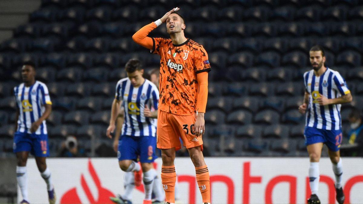 Rodrigo Bentancur sconsolato dopo l'errore al Do Dragao, Getty Images