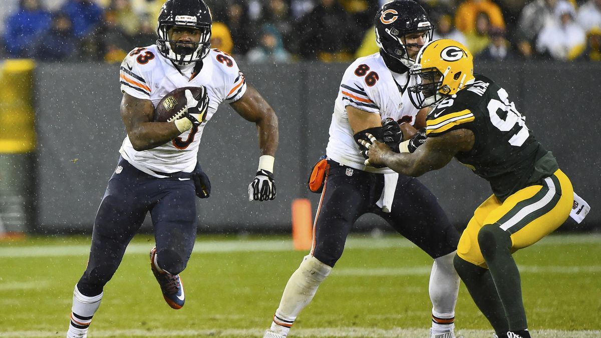 Chicago Bears running back Jeremy Langford (33) carries the ball against the Green Bay Packers during the second half for a NFL game on Thanksgiving at Lambeau Field.