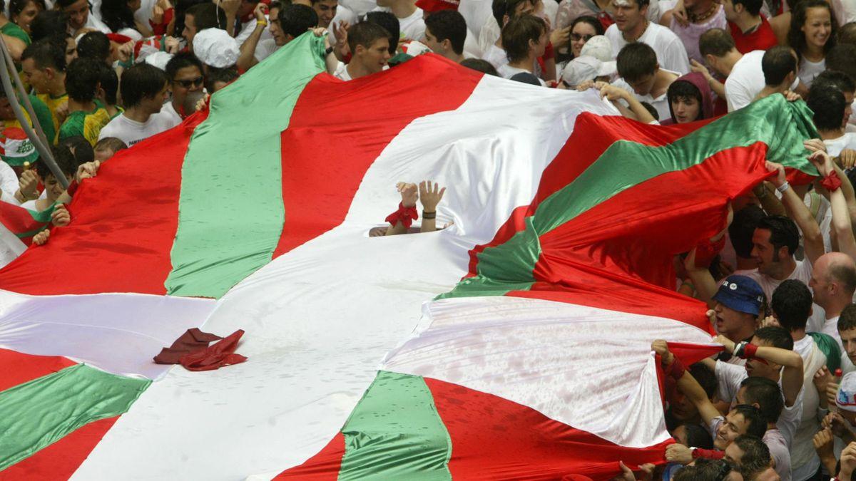 """Le drapeau basque, la """"ikurriña""""."""
