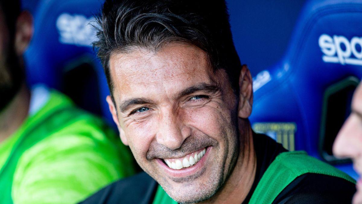Gigi Buffon sorridente nel corso dell'ultimo Parma-Juventus: il portierone tornerà a vestire la maglia del club crociato in B