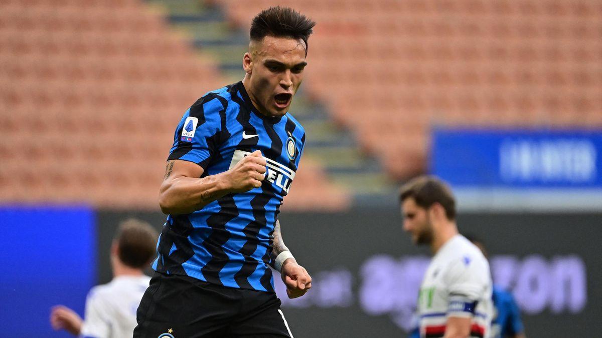 Inter-Sampdoria, Serie A 2020-2021: Lautaro Martinez esulta dopo il gol su rigore del 5-1 (Getty Inages)