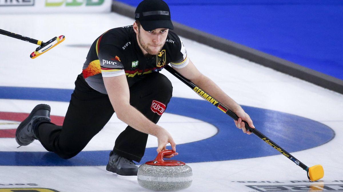 Deutchlands Skip Sixten Totzek bei der WM in Calgary