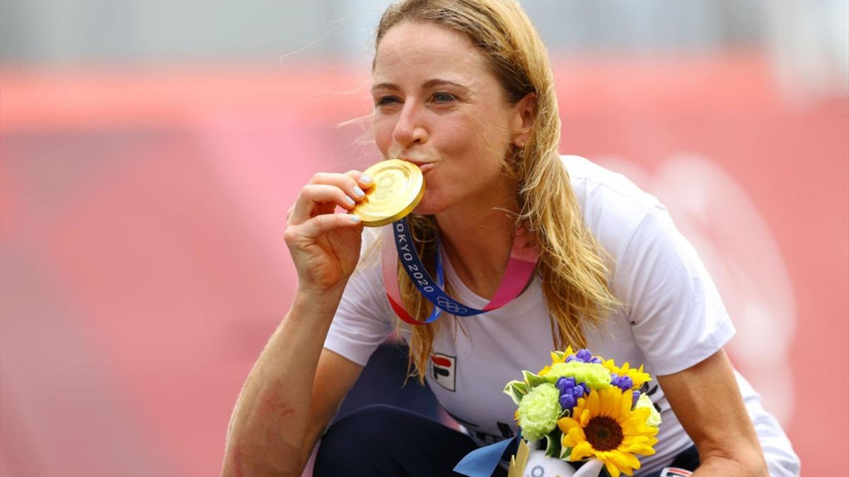 Van Vleuten met haar gouden medaille