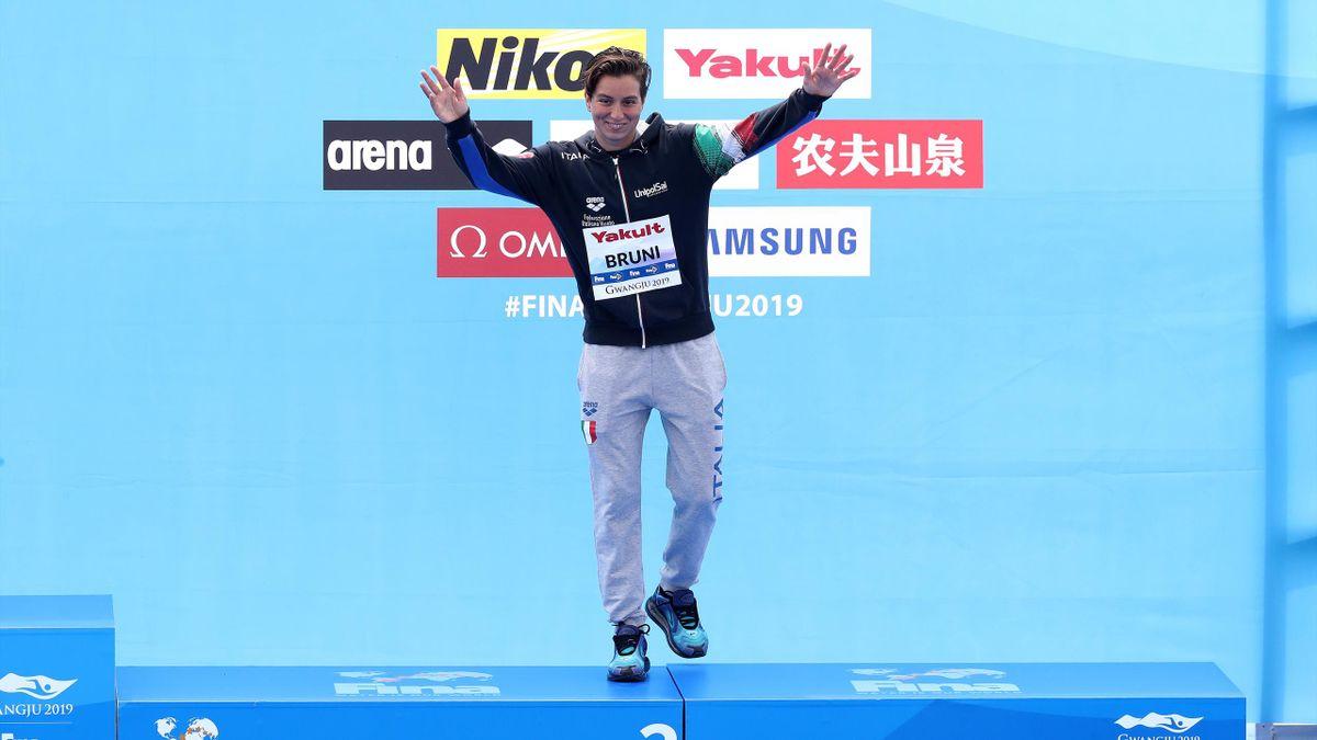 Rachele Bruni sorridente sul podio dei Mondiali: il bronzo nella 10 km vale la prima medaglia ai Mondiali di Nuoto, Getty Images