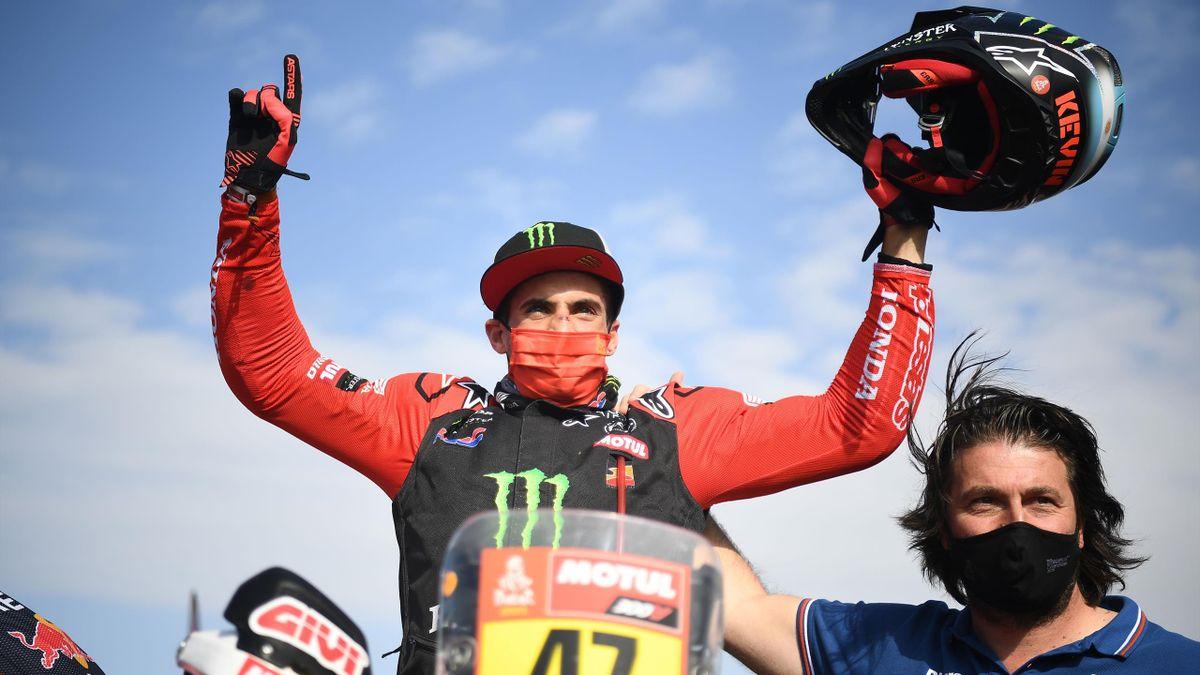 Kevin Benavides portato in trionfo al termine della 12ª tappa: l'argentino ha vinto la sua prima Dakar