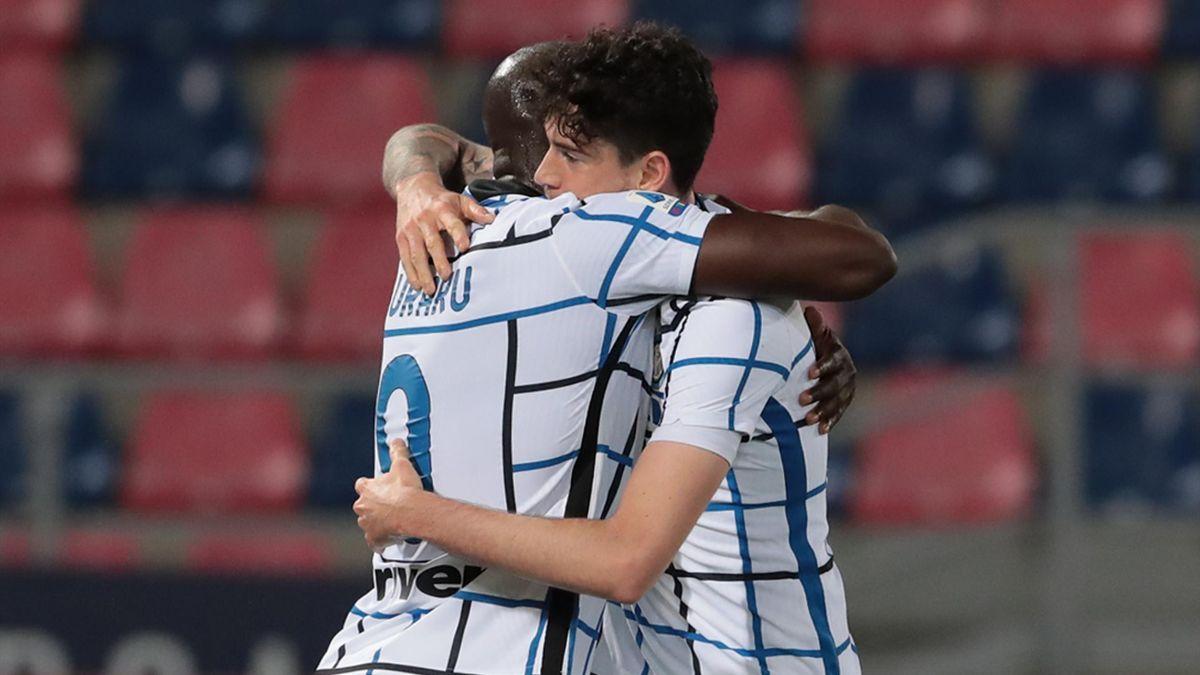 Romelu Lukaku of FC Internazionale celebrate with Alessandro Bastoni