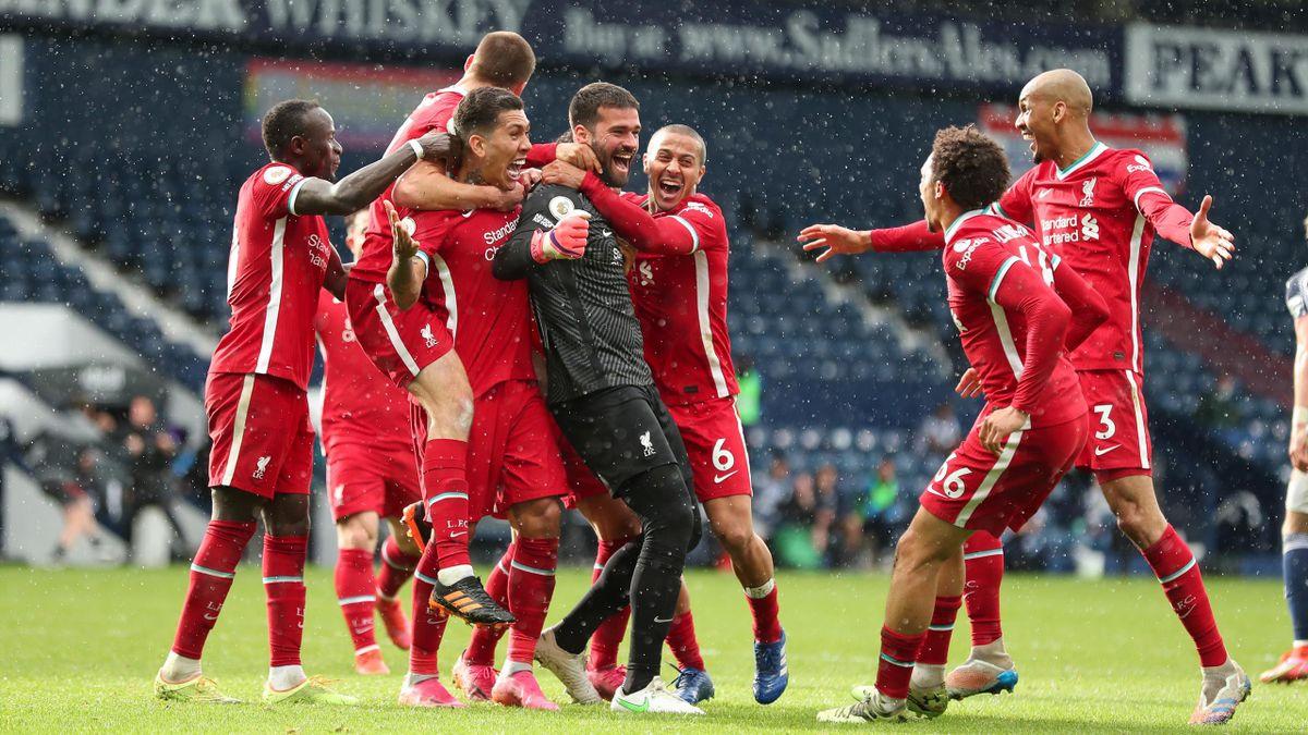 Los jugadores del Liverpool celebran el gol de Allison Becker al West Brom