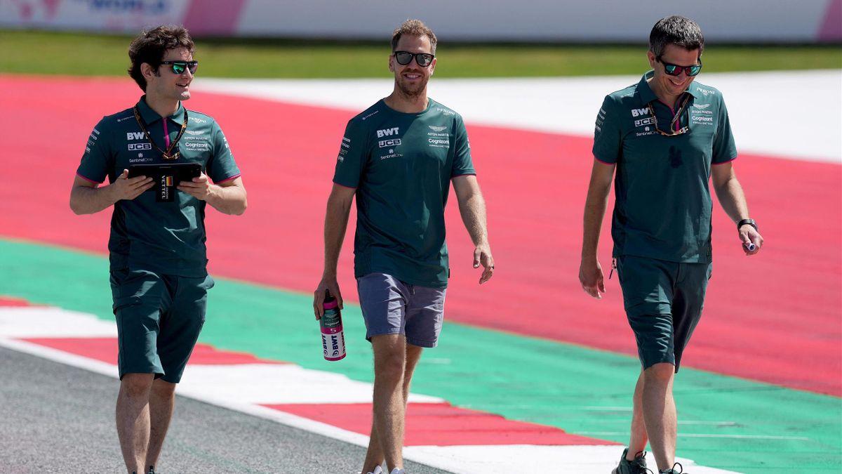 Sebastian Vettel (Mitte) bei der Streckenbegehung in Spielberga