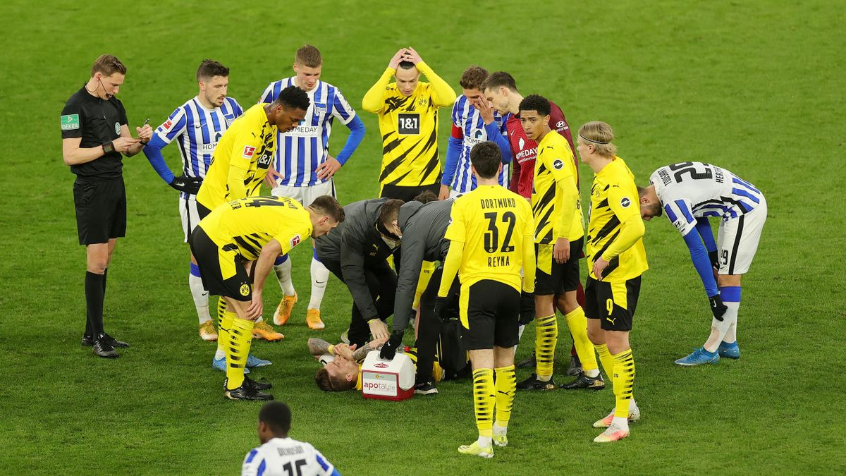 Marc Reus verletzt am Boden - Borussia Dortmund vs. Hertha BSC