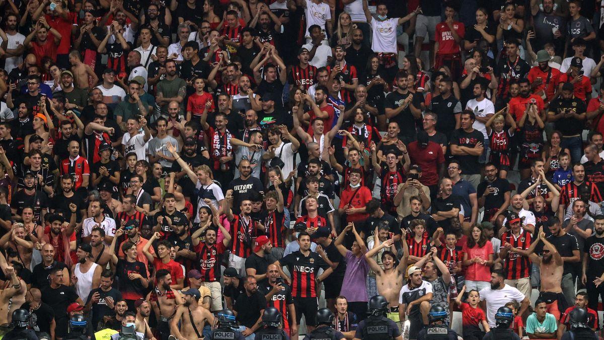 Les supporters de Nice lors du match opposant l'OGCN à Marseille, le 22 août 2021