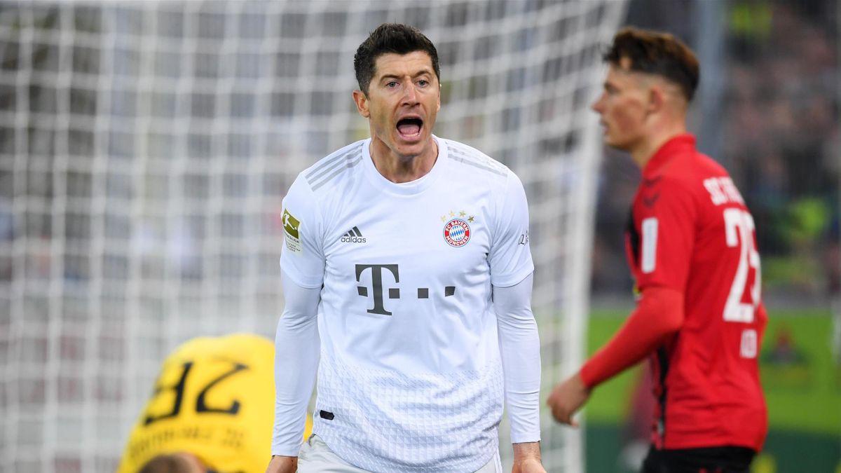 FREIBURG IM BREISGAU, GERMANY - DECEMBER 18: Robert Lewandowski of Bayern Munich reacts during the Bundesliga match between Sport-Club Freiburg and FC Bayern Muenchen at Schwarzwald-Stadion on December 18, 2019 in Freiburg im Breisgau, Germany. (Photo by