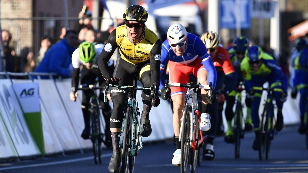Dylan Groenewegen (Lotto-NL Jumbo) vainqueur au sprint de Kuurne-Bruxelles-Kuurne devant Arnaud Démare (FDJ)