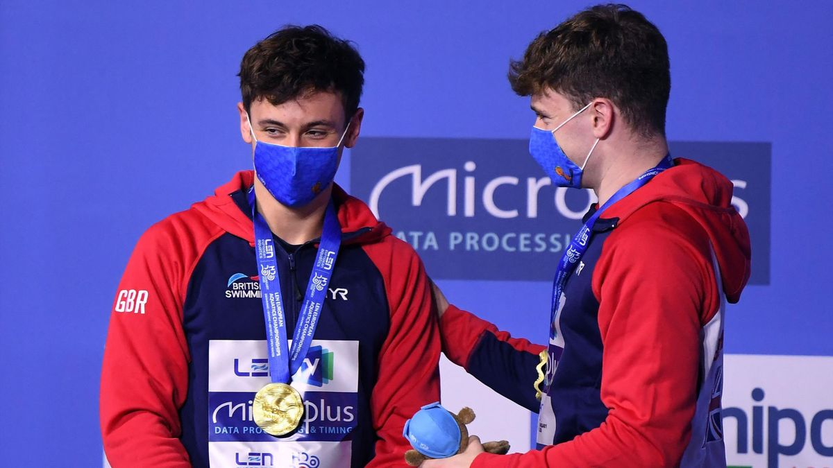 Gold medallists Great Britain's Matthew Lee (L) and Great Britain's Thomas Daley pose on the podium after the Men's Synchronised 10m Platform Diving event