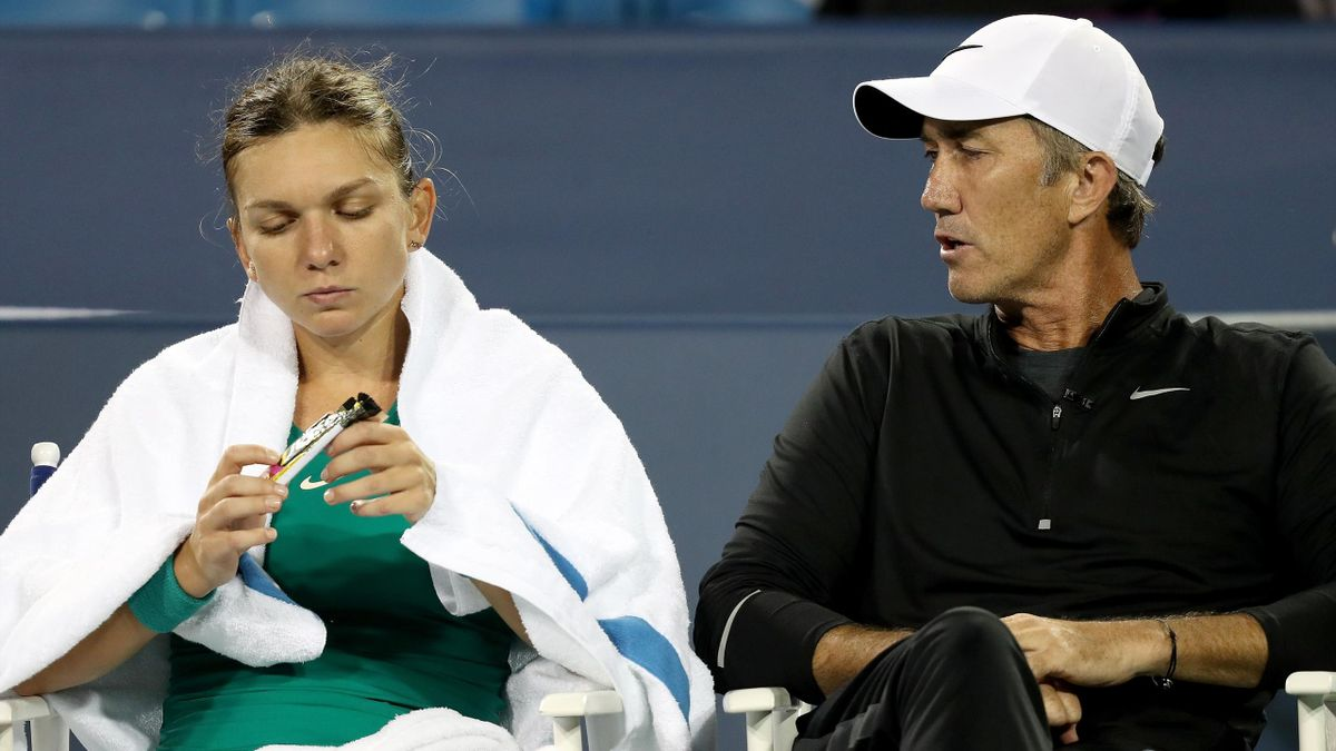 Simona Halep of Romania confers with her coach Darren Cahill between sets while playing Ajla Tomjanovic of Australia during the Western & Southern Open at Lindner Family Tennis Center on August 15, 2018 in Mason, Ohio