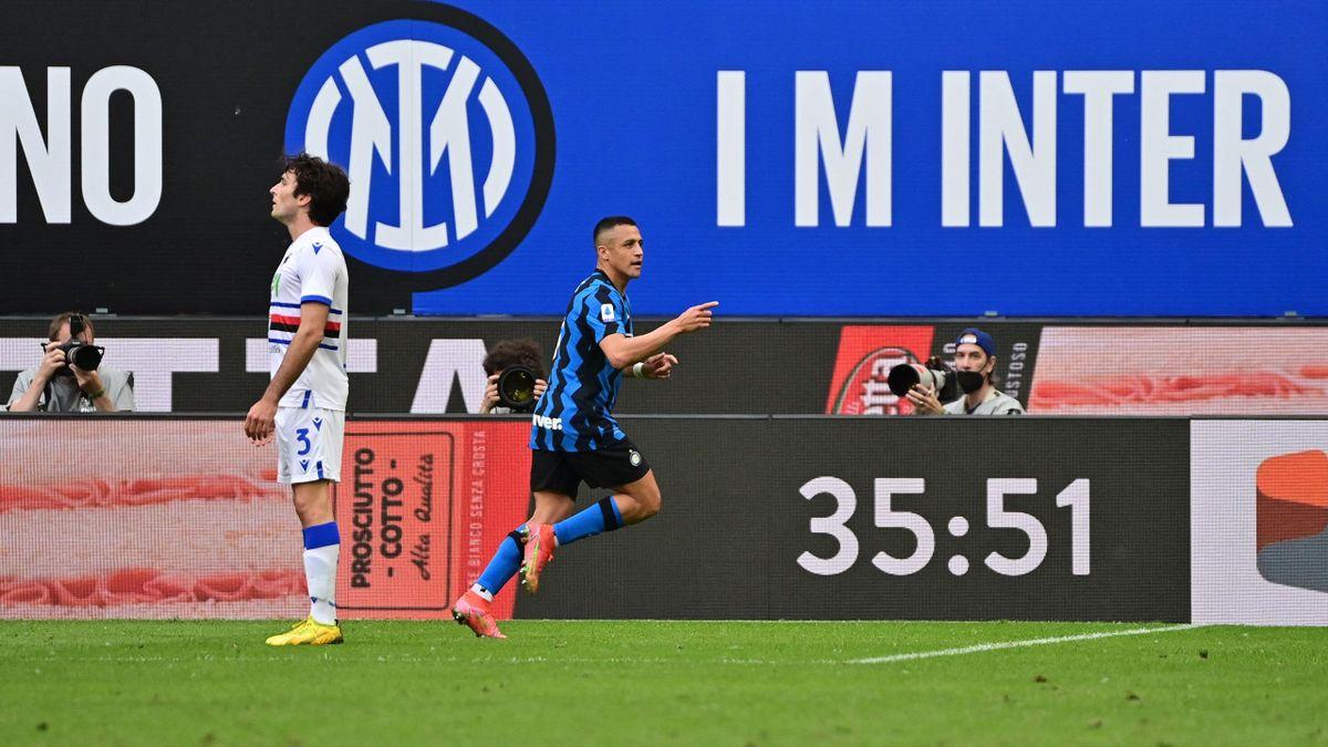 Inter-Sampdoria, Serie A 2020-2021: Alexis Sanchez esulta dopo il gol del 3-1 (Getty Inages)