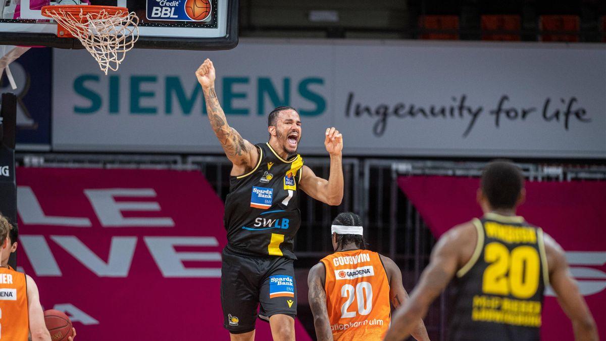 Nick Weiler-Babb (mitte) und die MHP Riesen Ludwigsburg stehen nach dem Halbfinal-Erfolg gegen Ulm im BBL-Finale