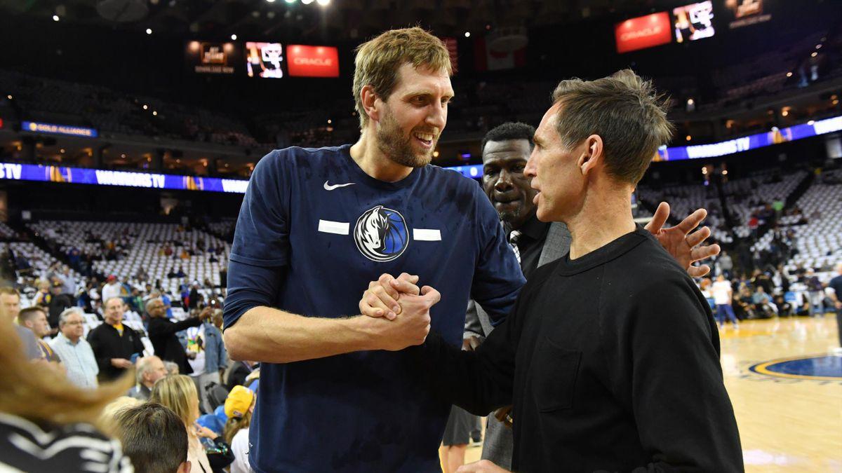 Basketball-Legende Dirk Nowitzki (l.) genießt die Rente