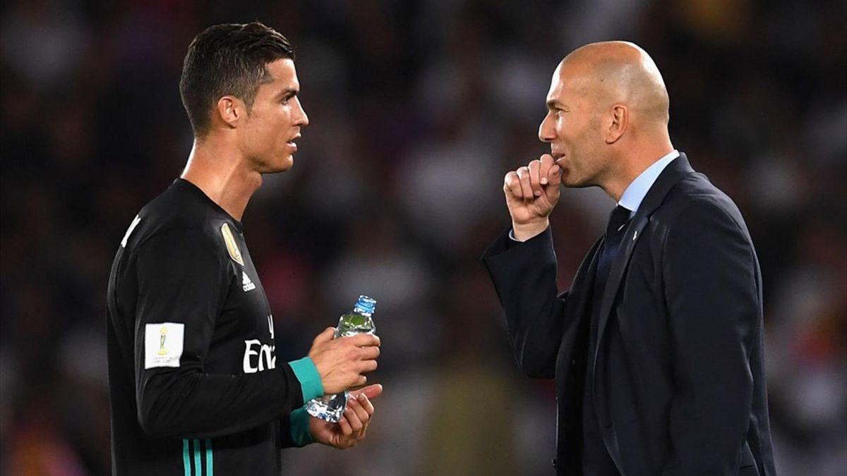 Zidane a colloquio con Cristiano Ronaldo - Real Madrid-Al Jazira - Mondiale per club 2017 - Getty Images