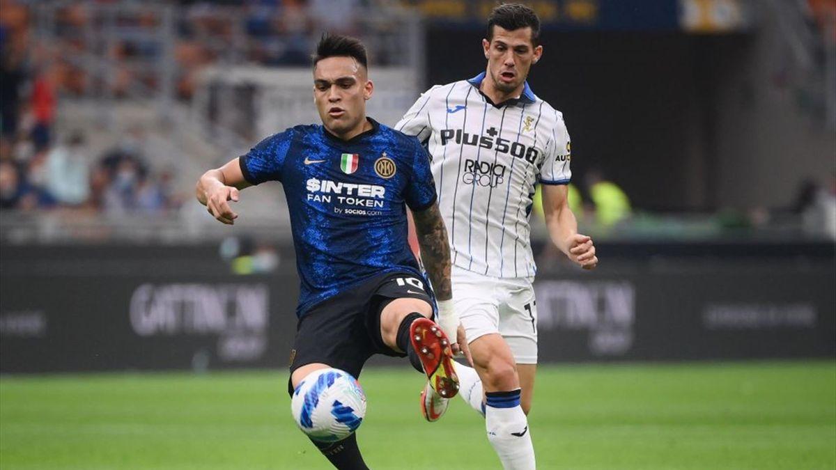 Lautaro Martinez in azione durante Inter-Atalanta - Serie A 2021/2022