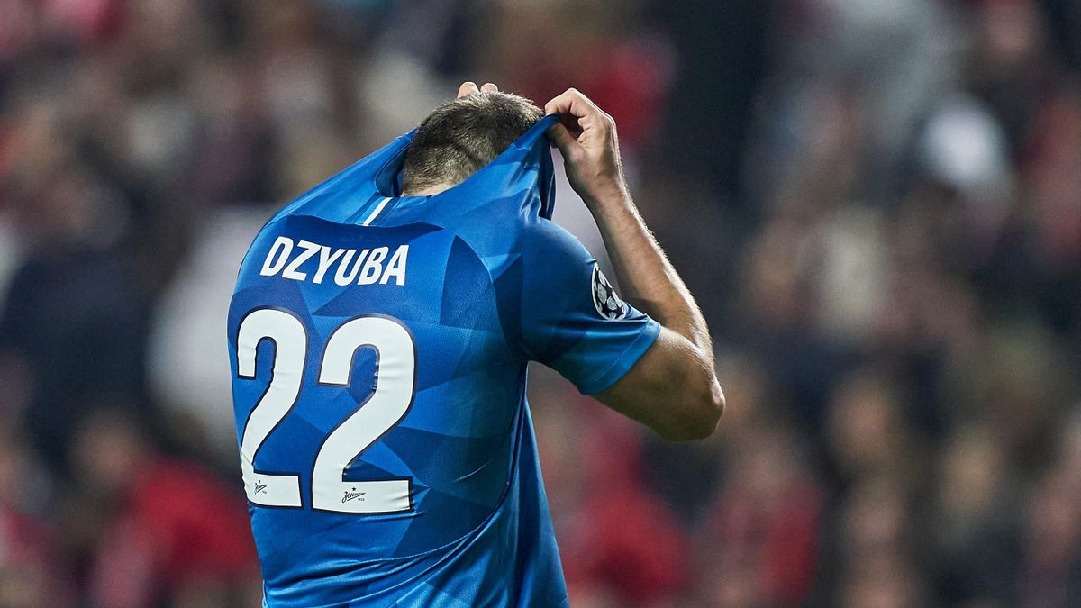 Artem Dzyuba reacts during the UEFA Champions League group G match between SL Benfica and Zenit St. Petersburg at Estadio da Luz on December 10, 2019