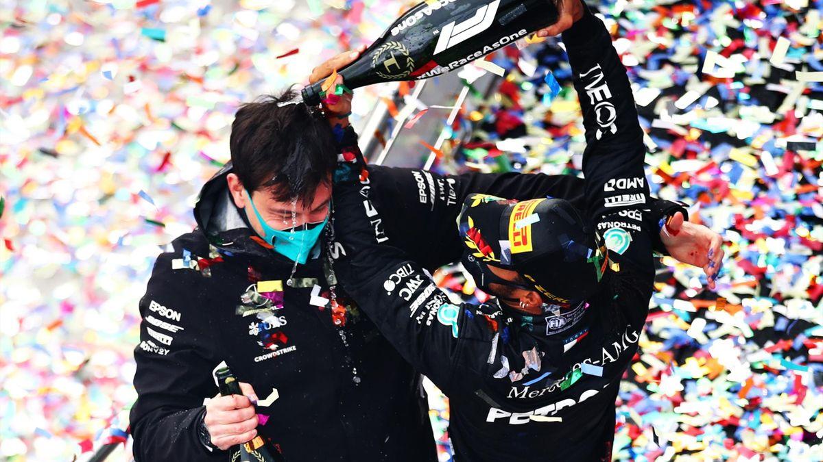 Mercedes-Teamchef Toto Wolff (links) und Lewis Hamilton
