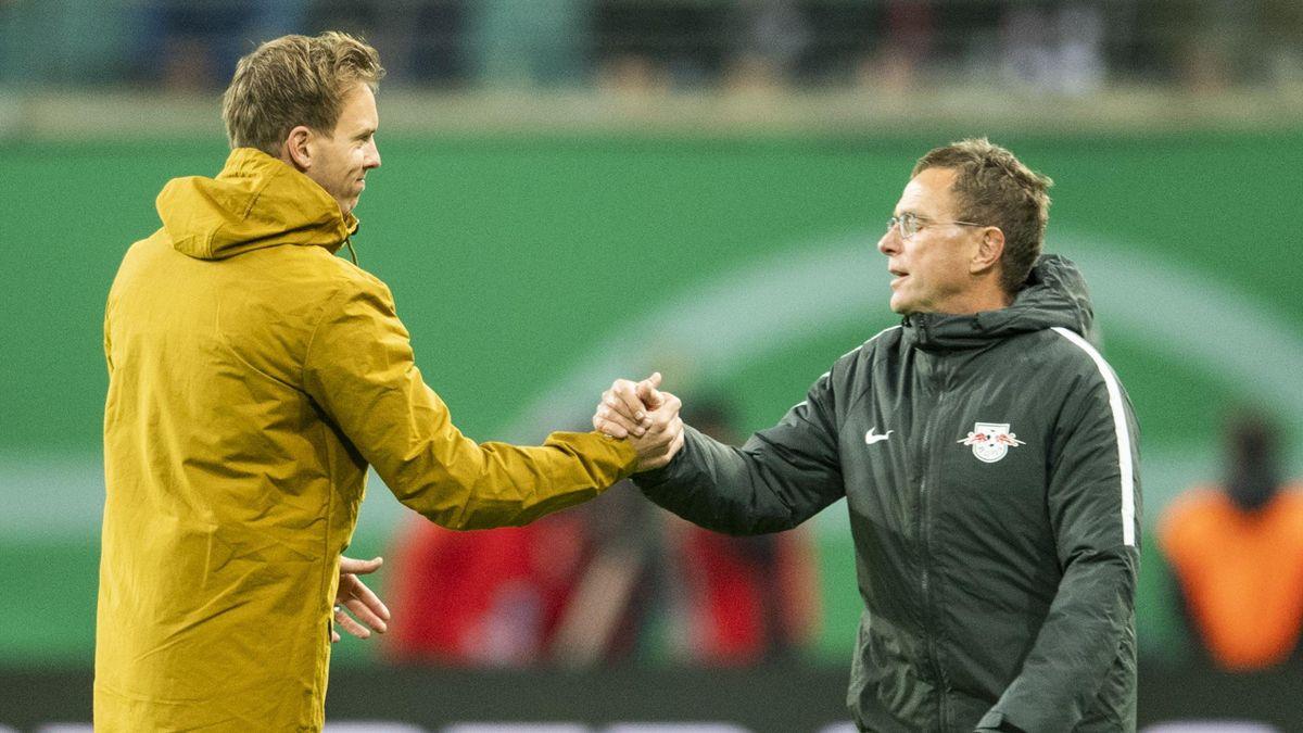 Julian Nagelsmann (l.) und Ralf Rangnick im Oktober 2018 beim DFB-Pokalspiel zwischen der TSG 1899 Hoffenheim und RB Leipzig