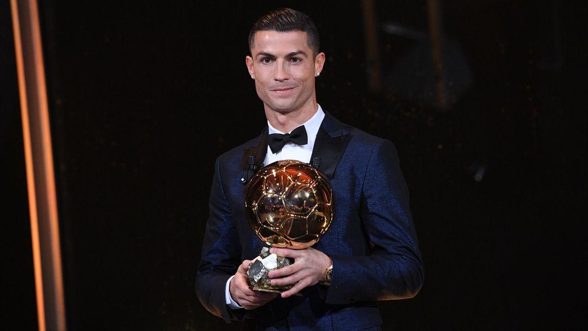 Cristiano Ronaldo et son 5e Ballon d'Or
