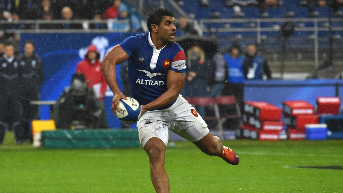 Wesley Fofana of France passes the ball during the RBS Six Nations match between France and Wales at Stade de France on February 01, 2019 in Paris, France