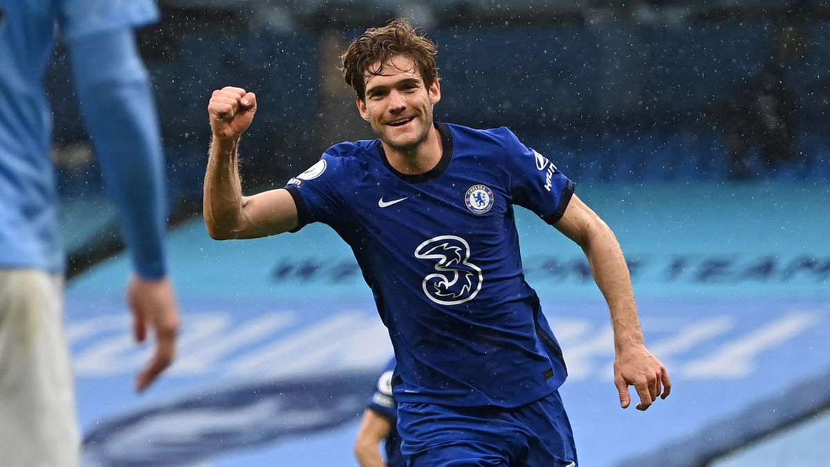 Chelsea's Spanish defender Marcos Alonso celebrates after scoring their second goal during the English Premier League football match between Manchester City and Chelsea at the Etihad Stadium