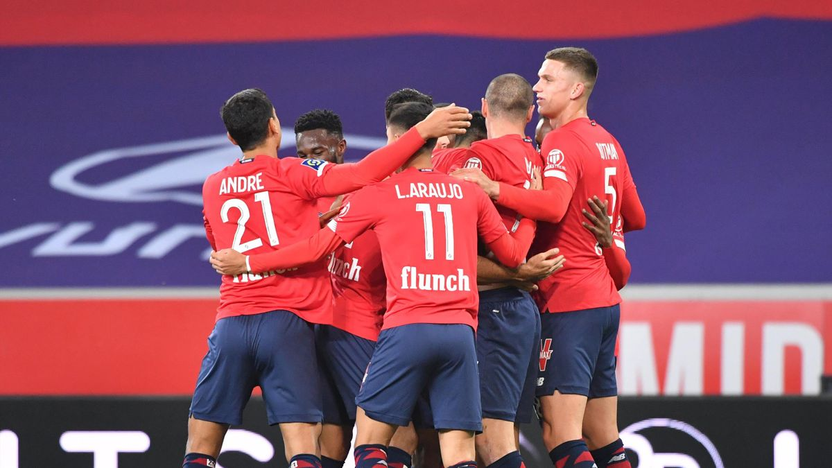 Les joueurs du LOSC fêtent le but de Burak Yilmaz lors de la rencontre Lille - Lens / Ligue 1