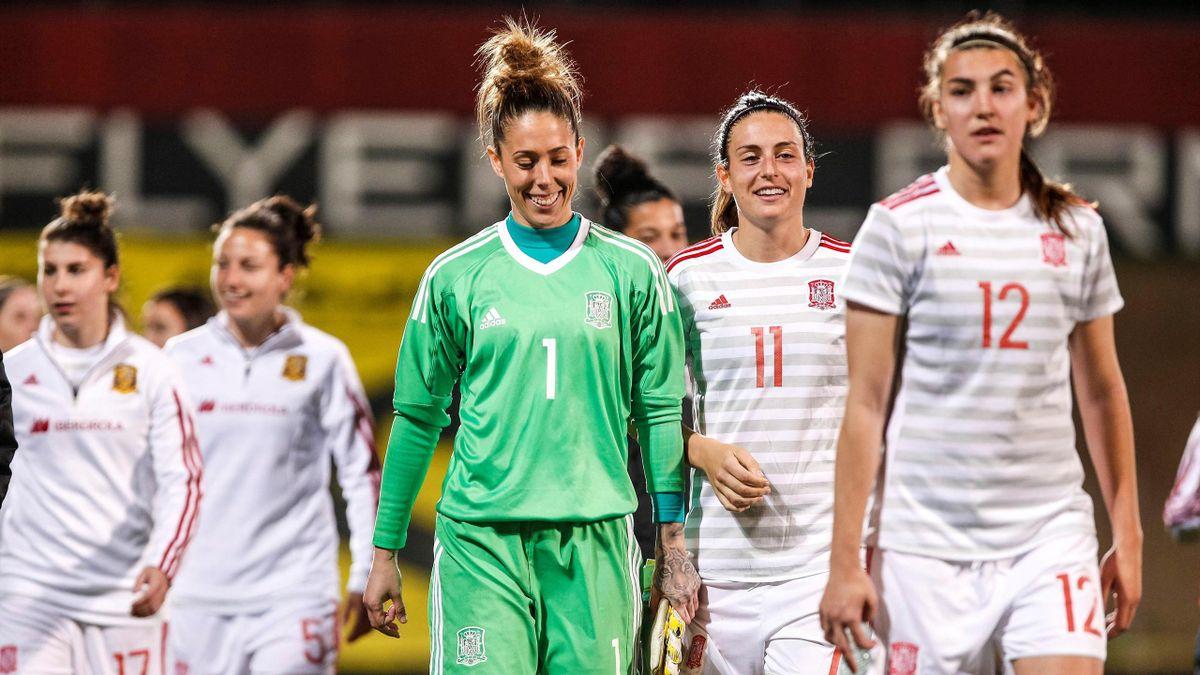 La selección española femenina celebra el triunfo en Austria