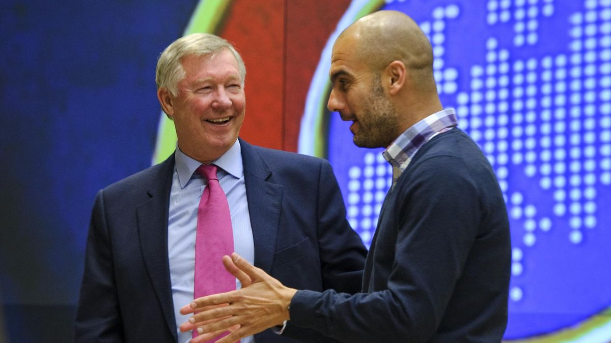 Manchester United's manager Alex Ferguson (L) speaks with Barcelona's coach Josep Guardiola