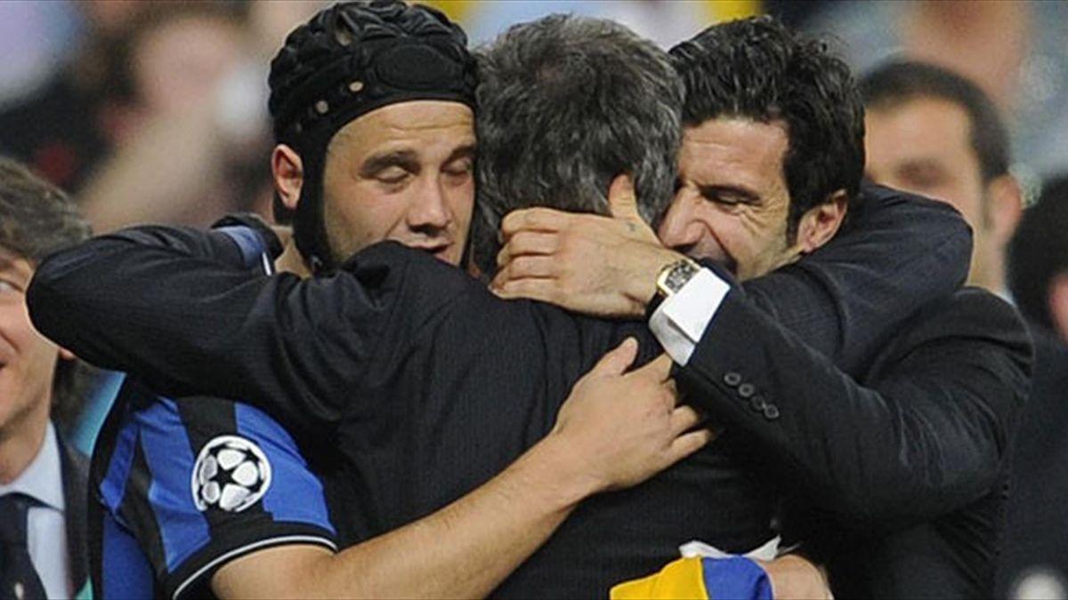 Chivu se bucură alături de Mourinho şi Figo