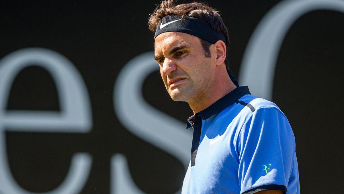 Roger Federer durante il match contro Tommy Haas al secondo turno dell'ATP di Stoccarda 2017
