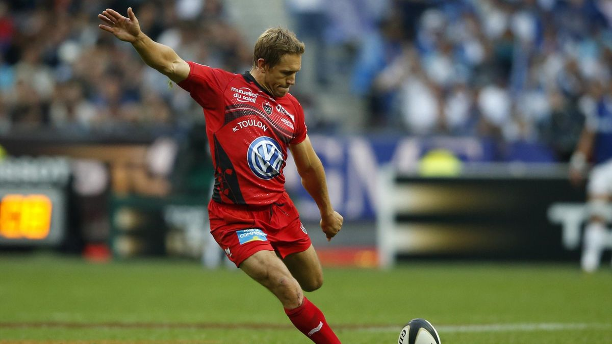 Toulon's Jonny Wilkinson kicks a penalty in their French rugby union final against Castres at the Stade de France Stadium (Reuters)