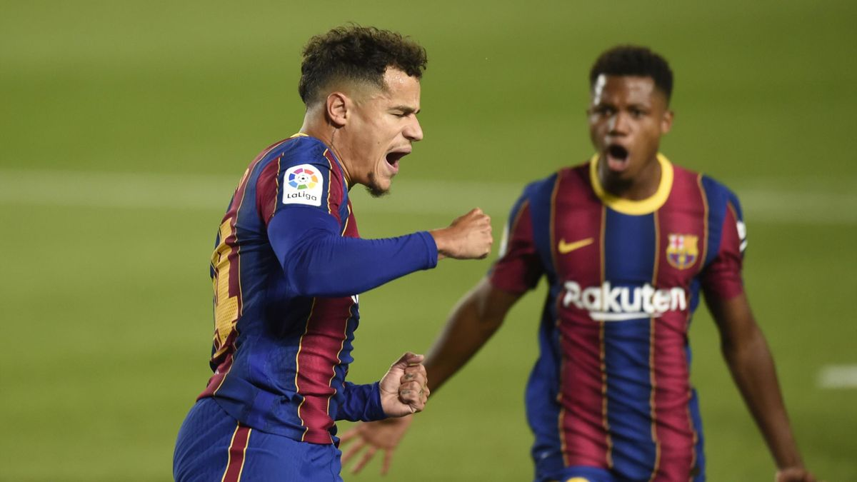 Phillippe Coutinho of FC Barcelona celebrates his goal during the La Liga match between FC Barcelona and Sevilla FC played at the Camp Nou