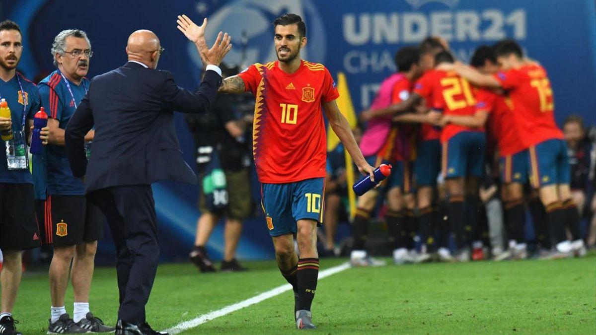 Daniel Ceballos celebrando junto a Luis de la Fuente en el Europeo Sub 21