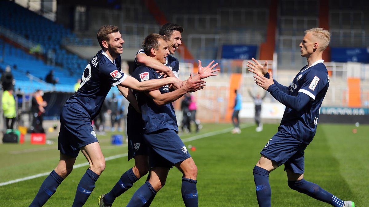Die Bochumer feiern nach dem vierten Tor gegen Hannover 96