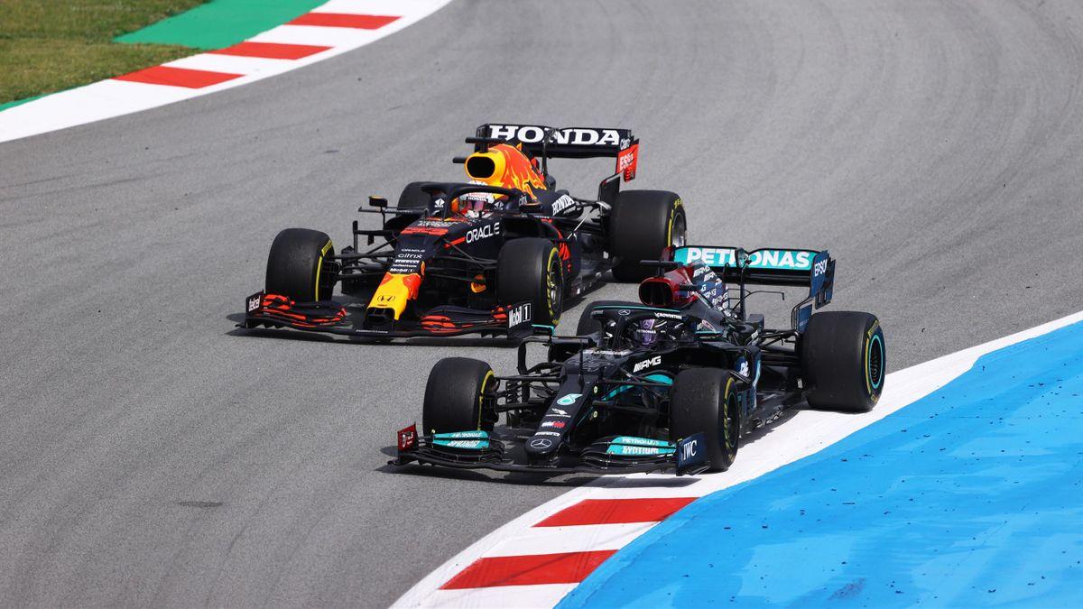 Lewis Hamilton (rechts, Mercedes) und Max Verstappen (Red Bull) - Barcelona-GP
