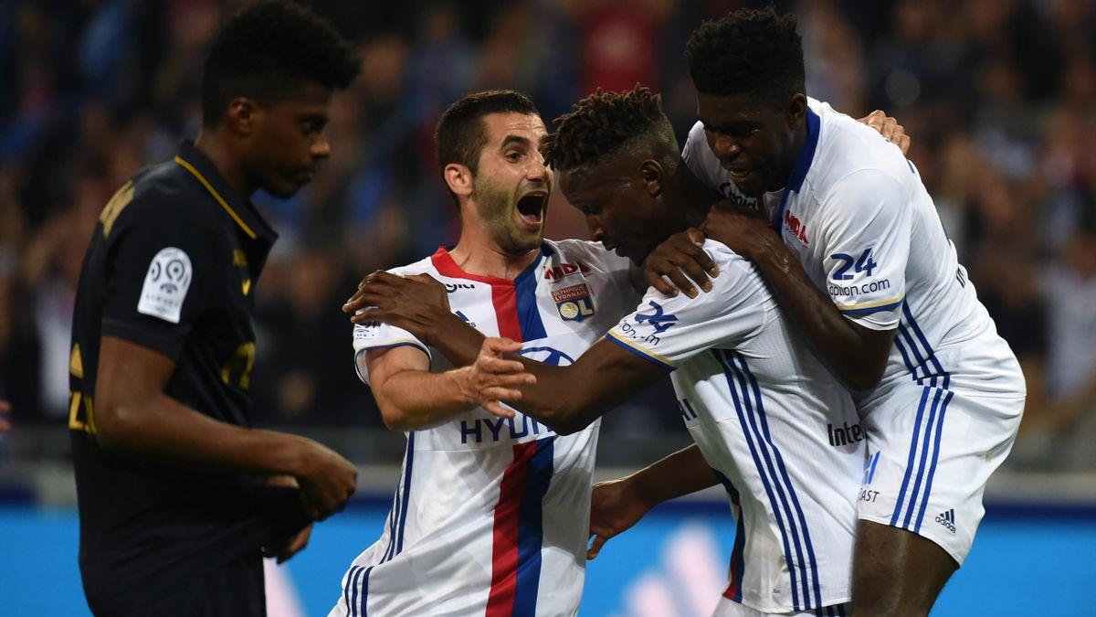 Des Lyonnais en joie après leur éclatante victoire contre Monaco, samedi 7 mai 2016