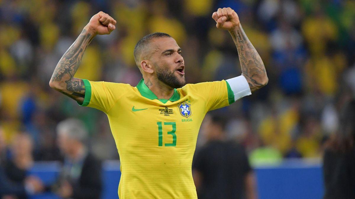 Dani Alves im Trikot der brasilianischen Nationalmannschaft