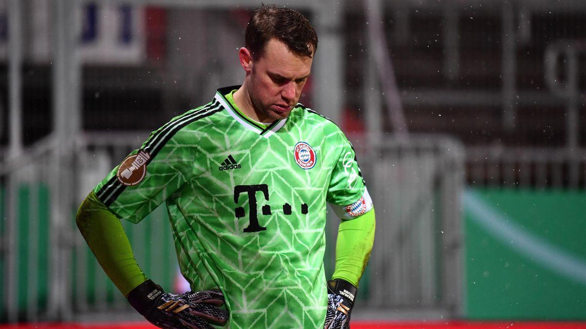 Manuel Neuer enttäuscht nach dem Elfmeterschießen gegen Kiel