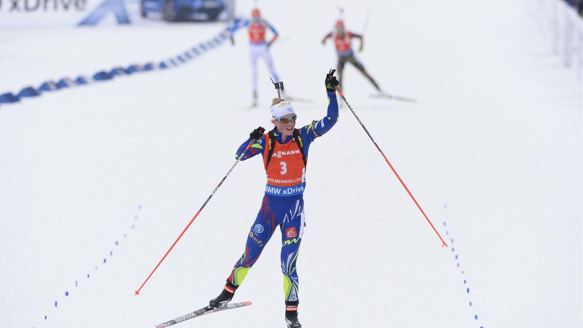 Marie Dorin Habert seule au monde à l'arrivée de la mass-start des Mondiaux d'Holmenkollen, dimanche 13 mars 2016